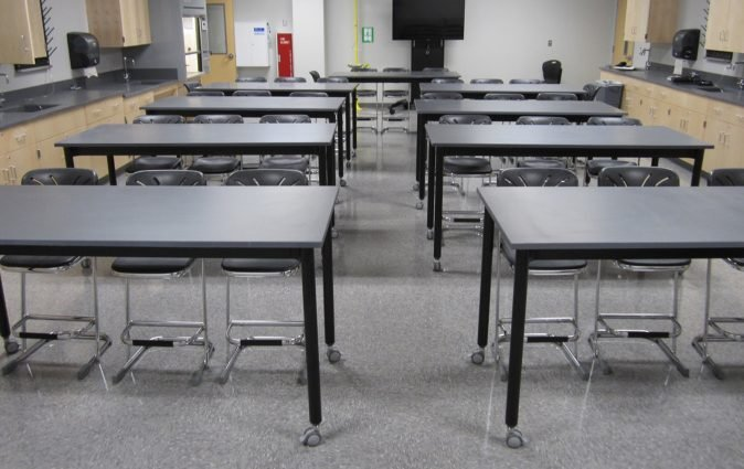 Muzo's mobile Versatilis tables used in classroom setting