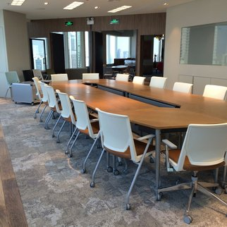 Muzo table system and mobile chairs in meeting room
