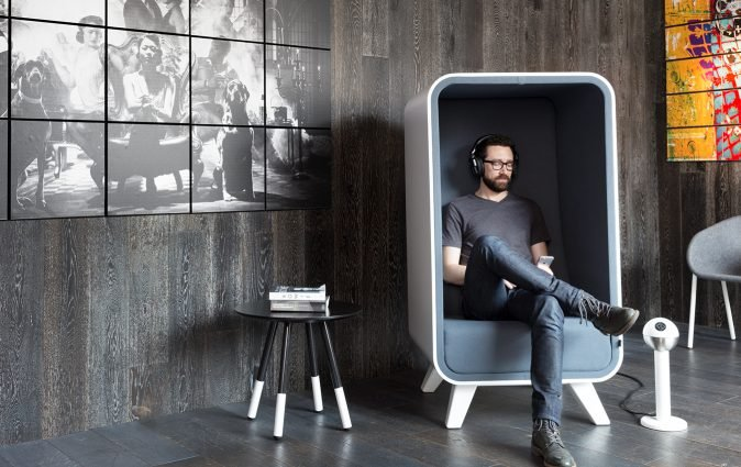 Man relaxes in grey Box Lounger from Muzo
