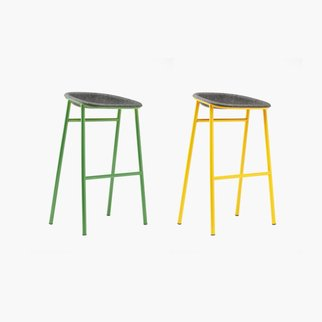 The customizable LJ3 bar stool with robust frame and PET felt seat