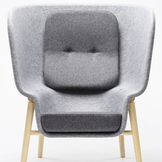 The M-Pod privacy chair uses sound dampening, recycled PET felt