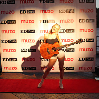 Performer Beth McCarthy with guitar pictured on the red carpet at Muzo's EDfest event 2019